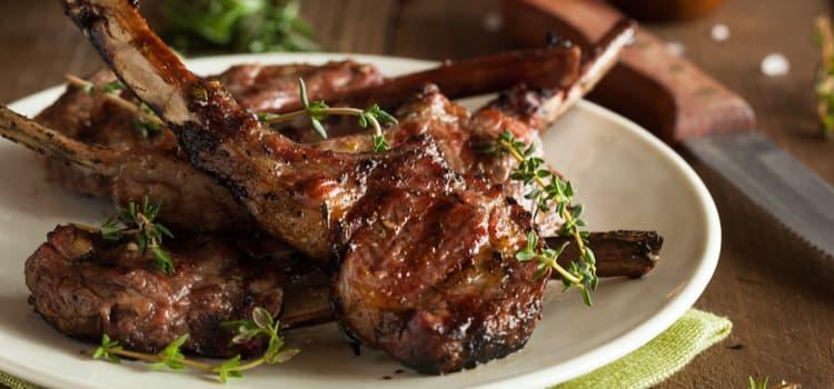 a few juicy bone-in steak pieces arranged on a plate